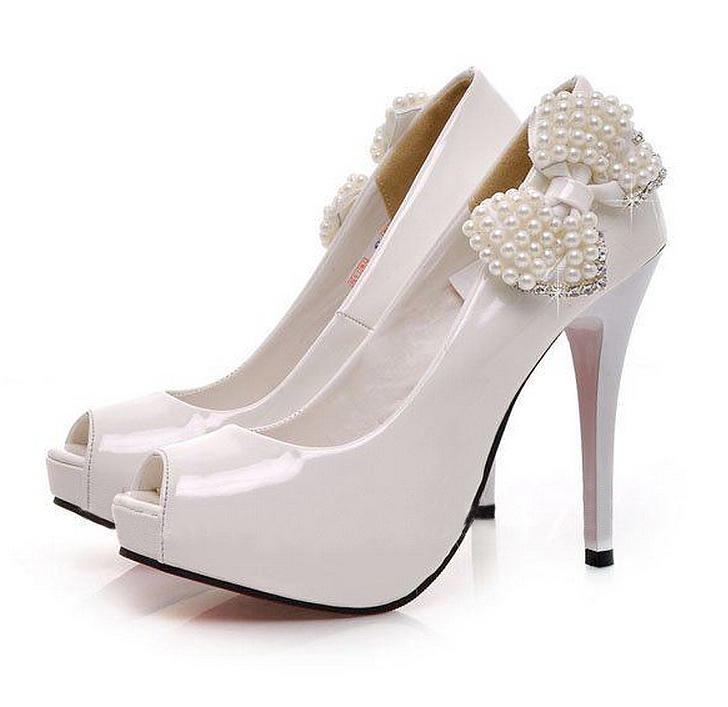 Туфли белые с бантиком